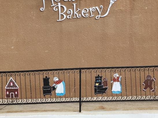 Gingerbread House Bakery | credit AB-PHOTOGRAPHY.US