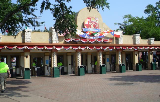 six flags park entrance