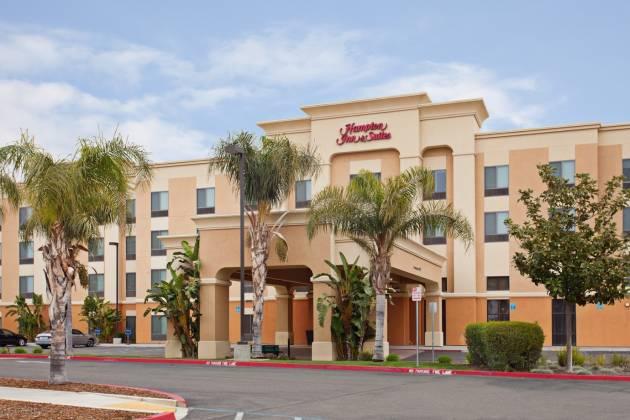 Hampton Inn & Suites Exterior
