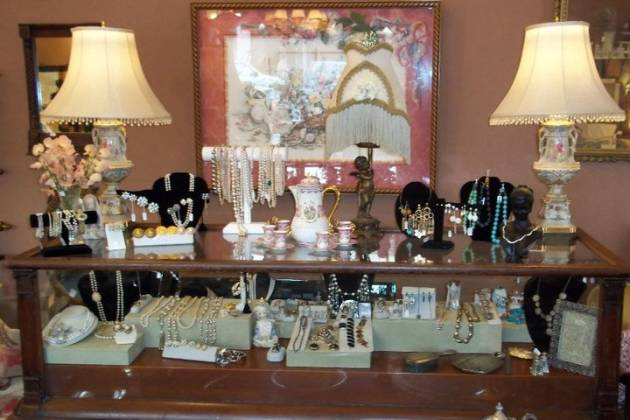 The Robin's Nest Antiques