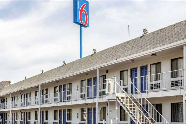Motel 6 Parkway
