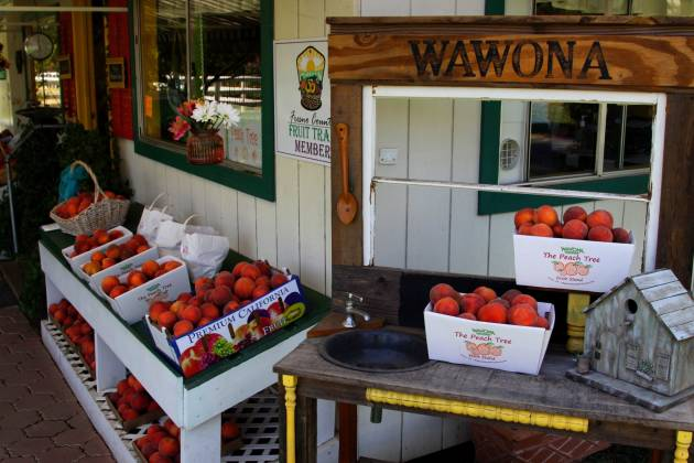 Wawona's Peach Tree Fruit Stand