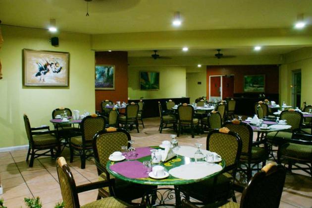 Dining at Altamont Court's Mango Tree Restaurant