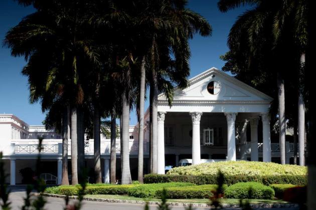 Half-Moon,-A-RockResort,-Rose-Hall,-Jamaica---Entrance