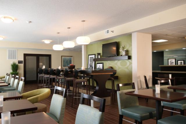 IMG_7786-lobby-dining.jpg