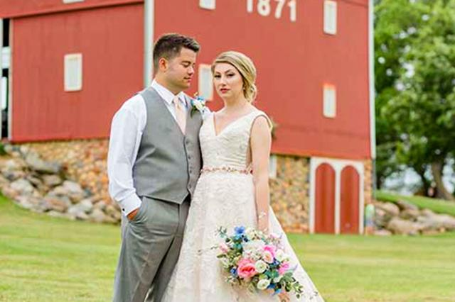Groom and Bride at Salomon Farm Park