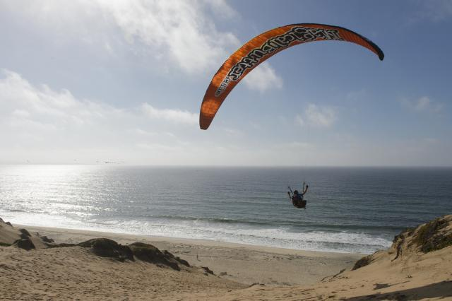 Hang gliding in Marina