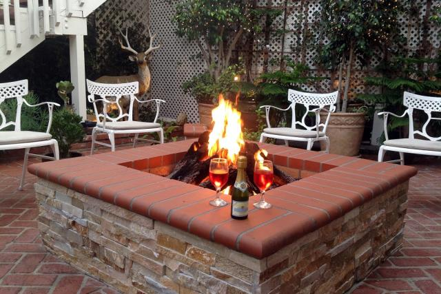 Catalina's Courtyard Suites Firepit