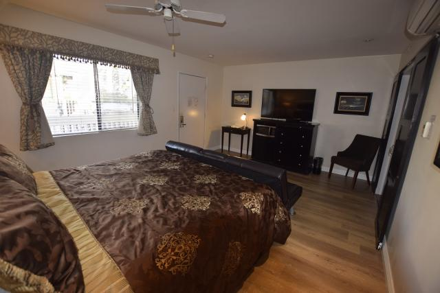 Catalina's Courtyard Suites Room/Interior