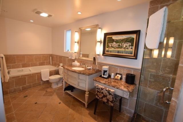 Catalina's Courtyard Suites Bathroom