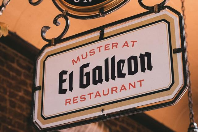 El Galleon Sign