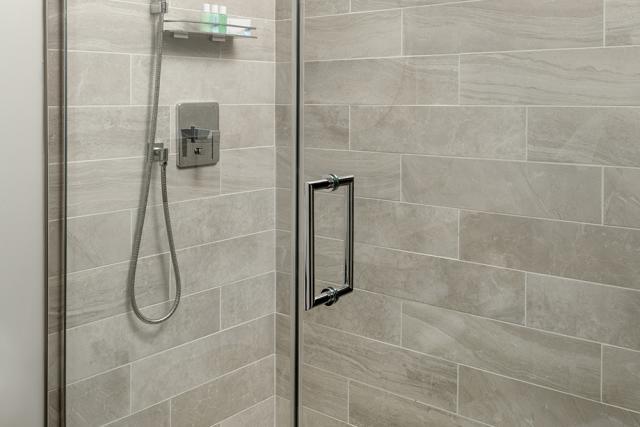 Hotel Atwater - Double Guestroom Bathroom