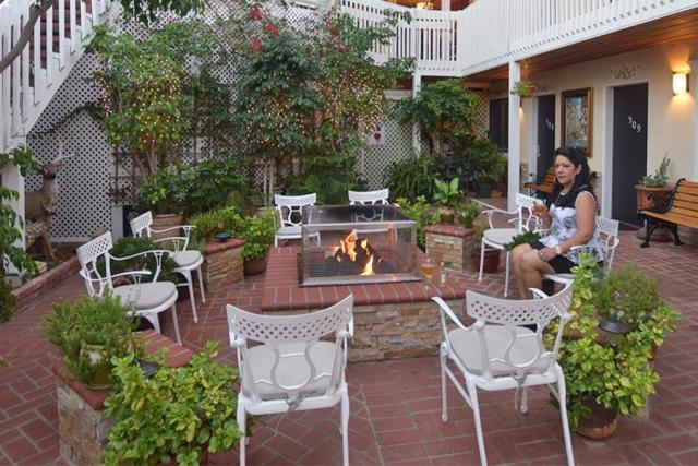 hotel-catalina-courtyard-garden-suites-01472690659H7u.jpg
