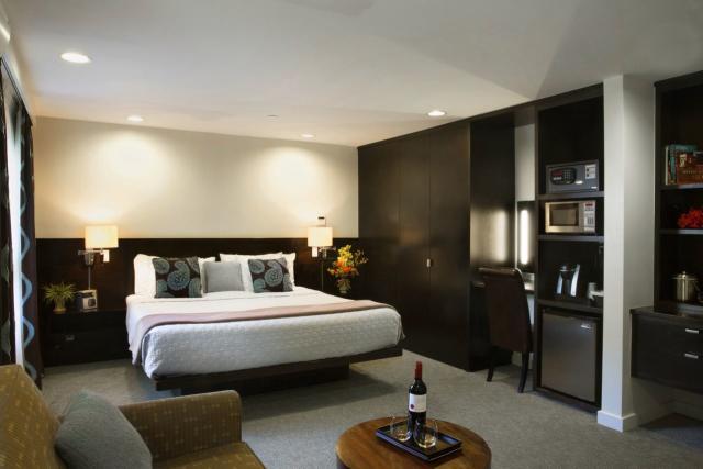 Aurora Hotel Suite