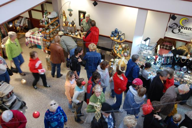 Crowded Holiday Market In Bloomington