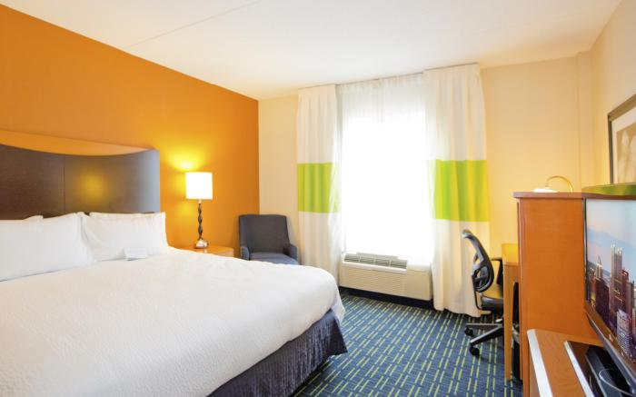 Guestroom / King bed