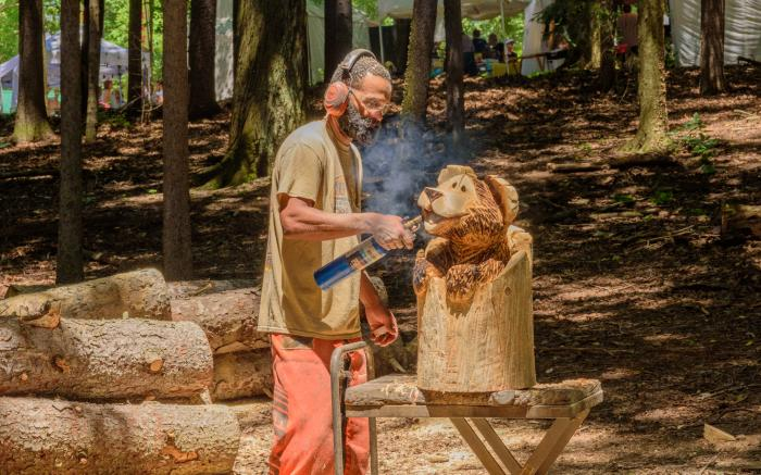 Chainsaw Artist Aaron Booker