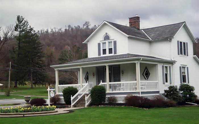 Spring at Country Seasons Bed & Breakfast