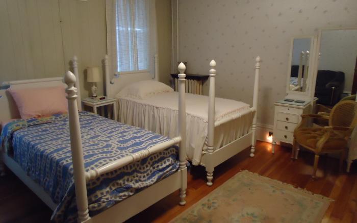 Albert Gallatin Room, Fox Castle Bed and Breakfast
