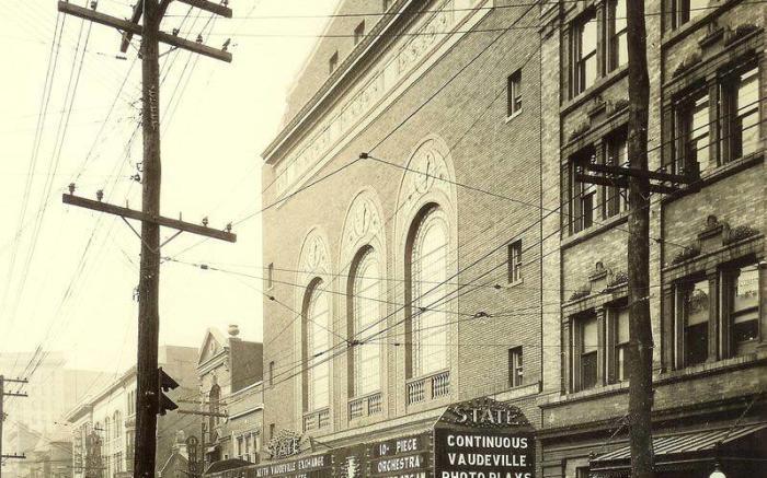 1922 Exterior