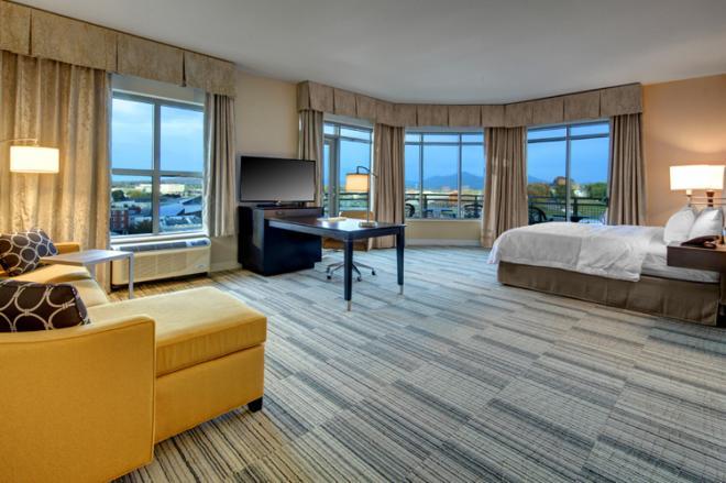 Hampton Inn Downtown Roanoke - Corner Suite