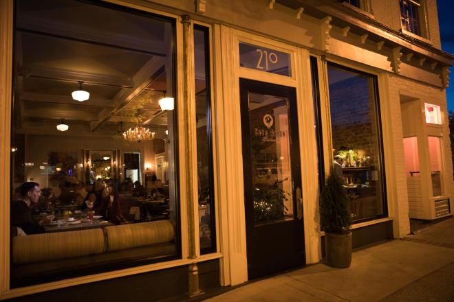 Blue Apron Restaurant & Red Rooster Bar - Salem, VA