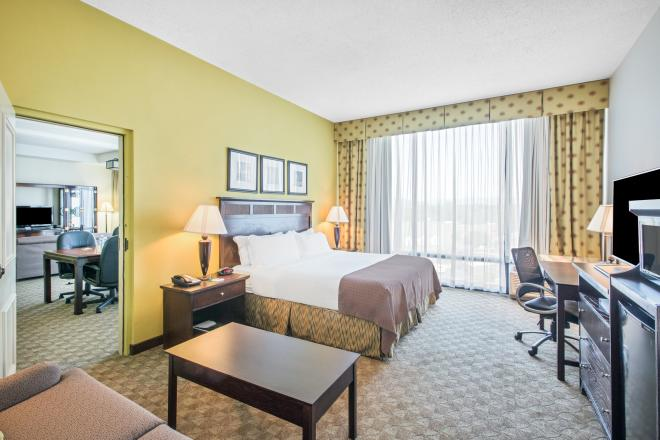 Holiday Inn Tanglewood Roanoke Hotel