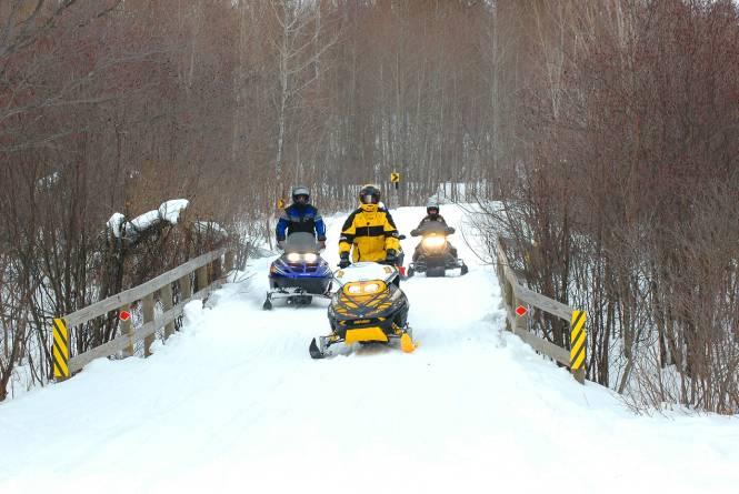 Snowblitz Snowmobile Rental