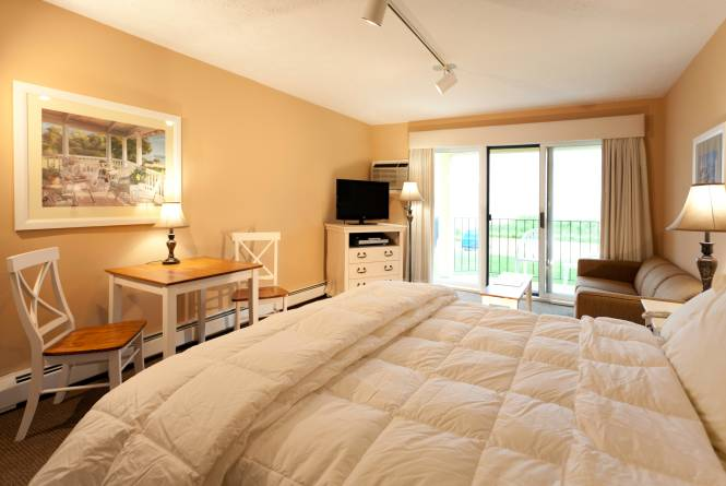 King Studio with Jacuzzi and Bay Views