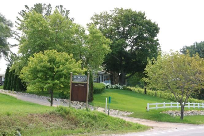 Nicholas Farm & Vinyards