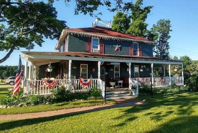 1900 American Foursquare Farmhouse