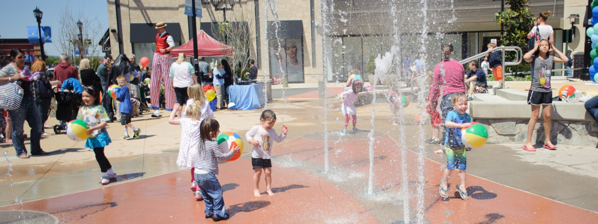 children playing at the Splash Fountain at Virginia Gateway