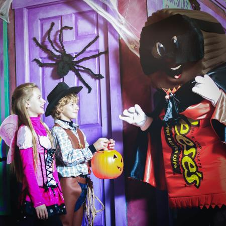 hersheypark-in-the-dark-halloween-fall-bucket-list