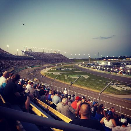 Kentucky Speedway nightfall during a nascar race