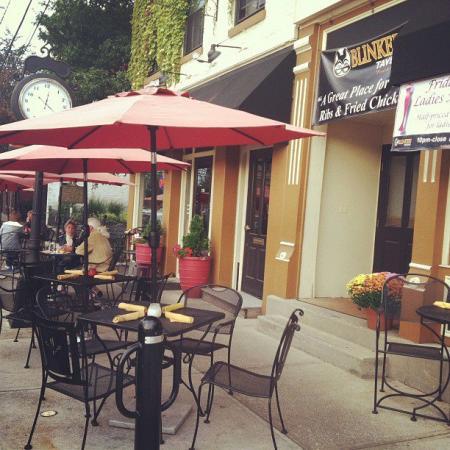 Blinkers Tavern patio