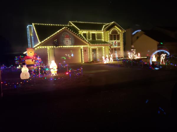 10810 Middleford Place Christmas Lights Display in Fort Wayne, Indiana
