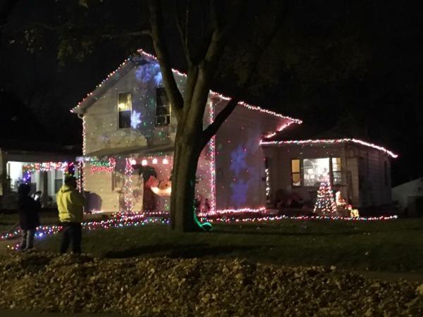 1325 Summit St. - Jamie Hogle - Best Christmas Light Displays in Fort Wayne, Indiana