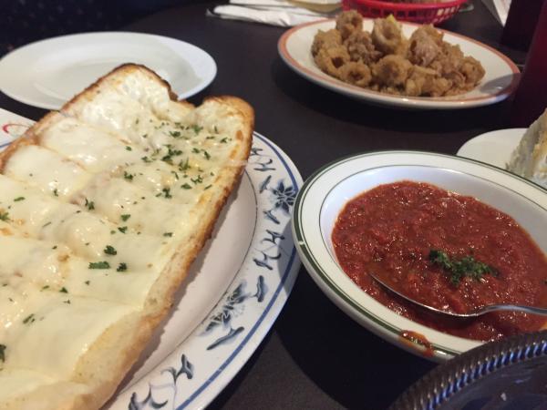 Cheesy bread and marinara at Moni's