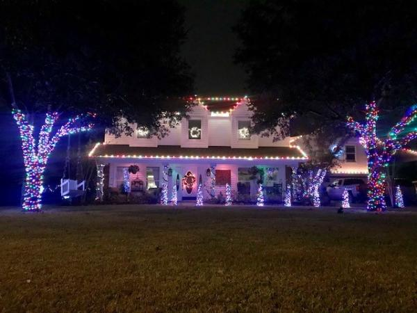 1813 Linden Ln Christmas Lights