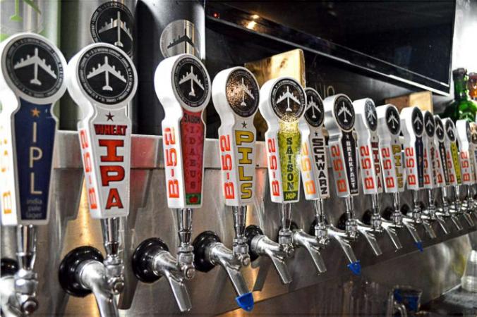 Houston's B-52 Bar Beer Taps