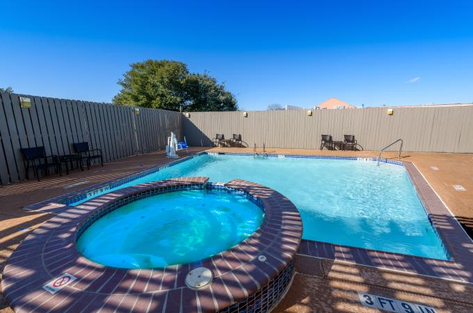 Outdoor Pool & Heated Whirlpool