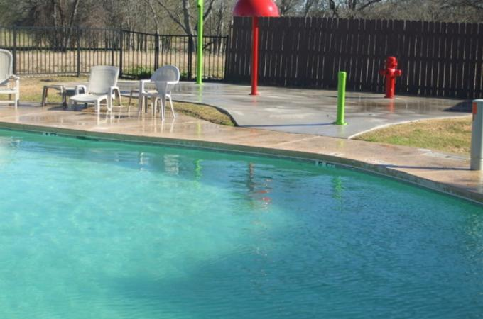 Pool & Splashpad