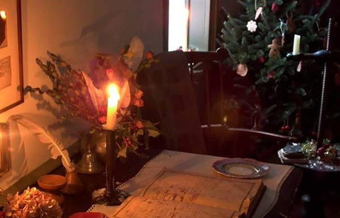 Holiday Candelight Tours Compass Inn Museum