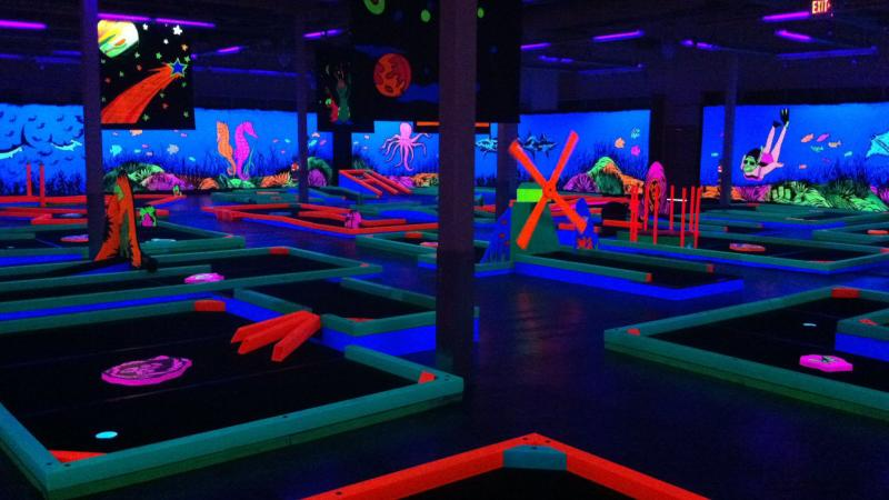 glow-golf-eastview-mall-interior