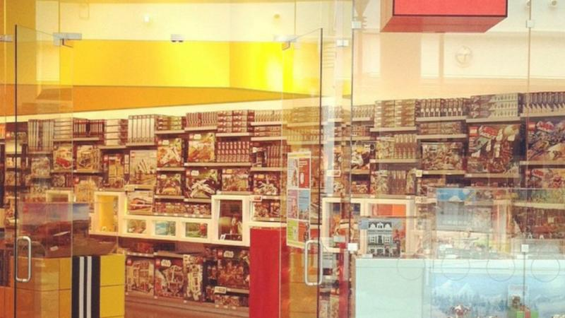 lego-store-eastview-mall-exterior