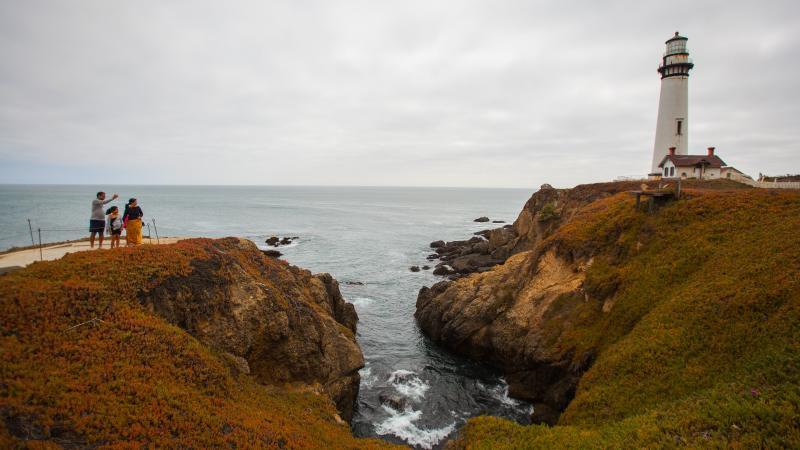 Family-taking-photos-at-Pigeon-Point-Lighthouse-Pescadero-California