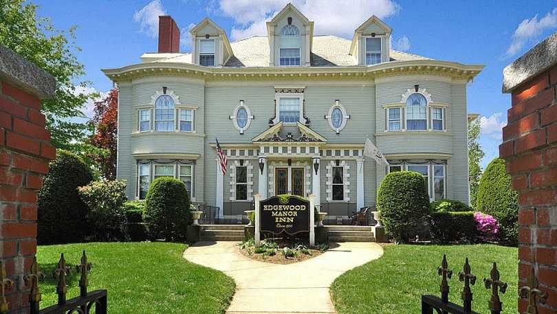 Edgewood Manor Bed & Breakfast