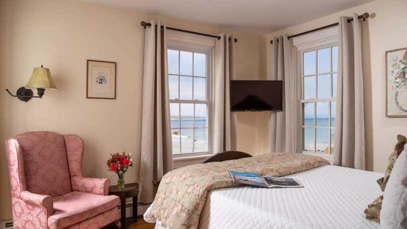 chantilly room