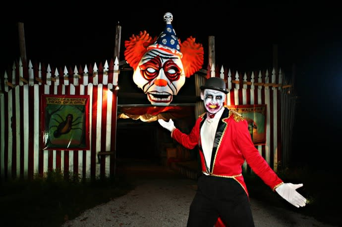 Scary Clown posing at the entrance to Skeleton's Lair in Bowling Green Kentucky