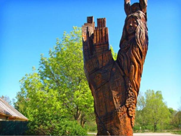 London Tree Trunk Tour sculpture